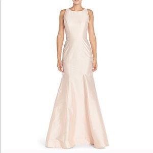 Monique Lhuillier Taffeta Mermaid Gown Cutout back